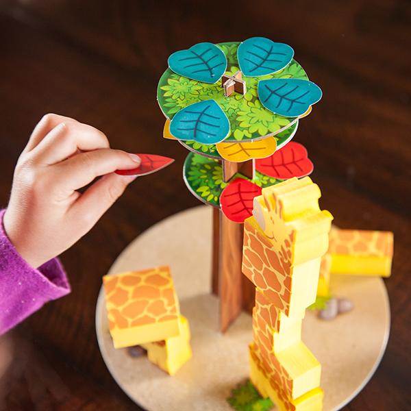 Παίζοντας με το επιτραπέζιο παιχνίδι Fat Brain Toys Neck of the Woods